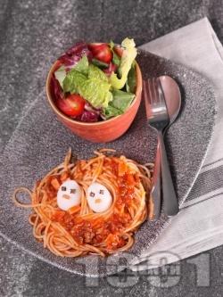 Детски спагети с домати и кайма в гнездо за пиленца - снимка на рецептата